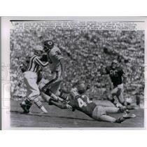 1962 Press Photo Chicago Bears Rick Casares grasp of SF 49ers Jim Ridlon.