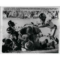 1965 Press Photo Redskins Bob Briggs dives over Bears for a TD - nea10917