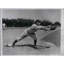 1934 Press Photo Yankees Infielder John Saltzgaver Trains With Team In Florida