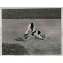 1934 Press Photo Tiger Centerfielder White Steals 2nd Base Vs Washington