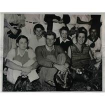 1933 Press Photo Lonnie Warneke Chicago Cubs Girl ball players - nea08721