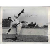 1937 Press Photo New York Yankees Pitcher John Broaca Practice At Higgins Field
