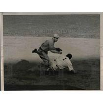 1939 Press Photo Baseballs Myatt forced out in double play - nea12914