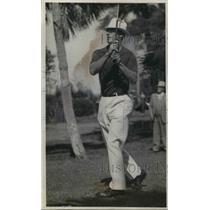 1936 Press Photo Gerald Walker, Detroit Outfielder Golfing - nea07999