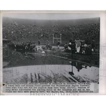 1949 Press Photo Philadelphia Eagles Football Sloppy field