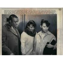 1966 Press Photo Russell Adrine, attorney, Brenda Ayres, Mrs. Barbara Ayres