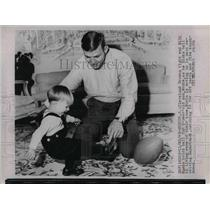 1968 Press Photo Milt Morin, Browns, with son Monte, 2-years-old - nea15950