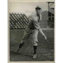 1932 Press Photo Red Sox recruit pitcher, Robert Barr at training - nea07706