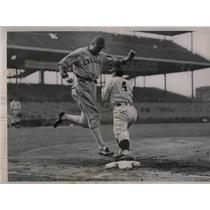 1937 Press Photo White Sox Walker out at 1st vs Cubs Collins