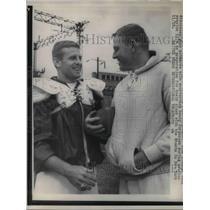 1961 Press Photo Sonny Jurgeuson of Browns & Tom McDonald of Cowboys