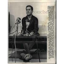 1966 Press Photo Dallas Cowboy QB Don Meredith at interview