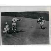 1950 Press Photo Browns OUtfielder Woods Slides To 2nd When Friend's Grounder