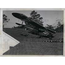1945 Press Photo Bellflower California Plane Pilot landed House Roof