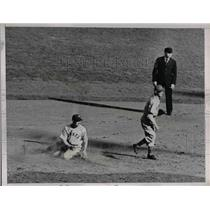 1938 Press Photo Giants Bartell Out At 2nd Base In 5th Inning