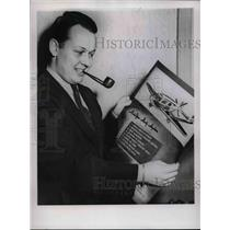 1944 Press Photo Donald Wheeler Wins War Bond For The Plane You'd Like To Own