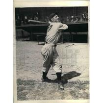 1934 Press Photo Outfielder Gerald Walker Trains At Detroit Tigers Camp