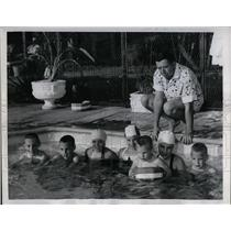 1960 Press Photo actor Edgar Allan Jones Jr. and children in family pool in L.A.