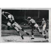 1956 Press Photo San Francisco 49er Billy Wilson & Eagles Leon Riley