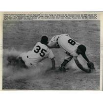 1952 Press Photo Pete Runnels of Nationals is forced at second with Cleveland.