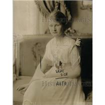 1918 Press Photo Miss Madelon Phillips daughter Minister Netherlands Mrs August