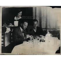 1931 Press Photo Clyde Pangborn & Hugh Herndon first real meal after flying