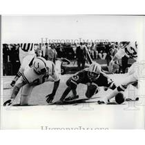 1971 Press Photo Baltimore Colts Ron Gardin Dallas Cowboys Safety Cliff Harris
