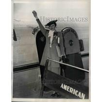 1937 Press Photo Violet Haven Press Department Of Justice Boards Plane To Orient