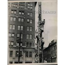 1938 Press Photo Men climb tower in NYC for view of flyer Douglas Corrigan