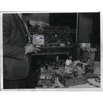 1942 Press Photo Radio parts picked up Japanese Spy Hunt rugged PalosVerdes