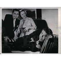"1941 Press Photo ""Suspicion"" with Kurt Kasznar,Reg Gardiner,Jessica Tandy"