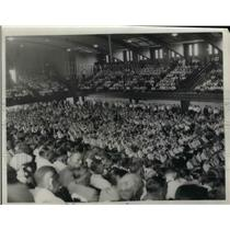 1933 Press Photo Crowd listens to William Green in broadcast coast to coast on