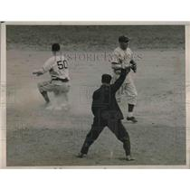 1938 Press Photo Pittsburgh Pirates James Tobin Out At 2nd Base During Game