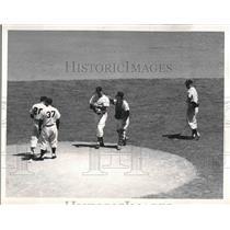 1954 Press Photo Nationals Players Casey Stengel, Al Rosen, Bob Lemon