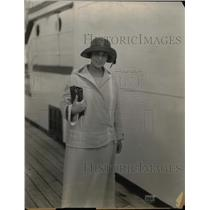 1924 Press Photo Refugee Reaches Vancouver on SS Empress of Canada - nea37011