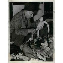 1939 Press Photo Fred J. Hoelderle & damaged toys at Kansas City, Mo factory