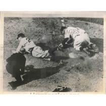 1939 Press Photo Gus Suhr Pittsburgh Pirates First Baseman Scores Tying Run