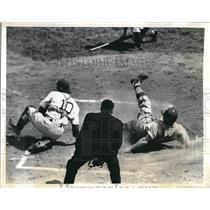 1941 Press Photo Pirates Bob Elliott out at home plate vs Dodgers