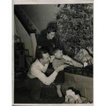 1939 Press Photo William Bucky Walters Mrs. Walters and William Jr. Cincinnati