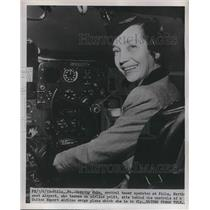 1952 Press Photo Dorothy Kuhn , control tower operator in Philadelphia