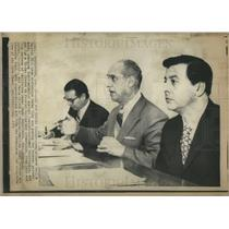 1971 Press Photo Cruz Reynoso, Rep. Edward Roybal and Marie Obledo at press conf