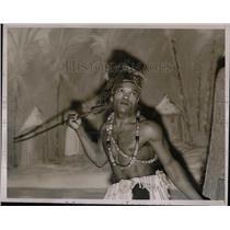 1938 Press Photo Member of Dwela Tribe at Sportsmen's Show in New York