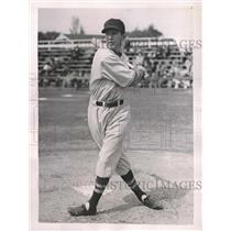 1937 Press Photo Boston Red Sox Pitcher Richard Ferrell At Batting Practice