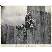 1939 Press Photo Joan Arnono Models Attair Of Wild West Stockado Celebration