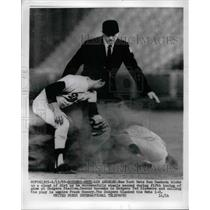 1969 Press Photo Ron Swoboda Mets Steals 2nd Baseman Ted Sizemore Dodgers MLB
