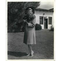 1941 Press Photo Actress, Singer Shirley Ross Models Camel Hair, Fox Coat