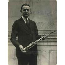 1922 Press Photo Tom Brown holding what is said to be the first saxophone