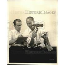 1932 Press Photo Ted Husing, Les Quailey, Mounts Binoculars for Sports Announcer