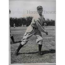 1934 Press Photo Jame DeShong, Pitcher for New York Yankees