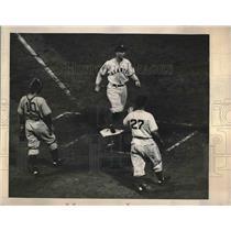 1940 Press Photo Dodgers Beat Giants Whitehead Scores Moore