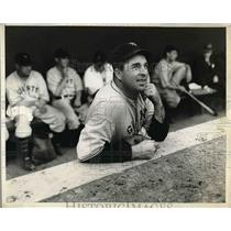 1934 Press Photo Giants Freddy Fitzimmons watching his opposing team practice